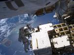 El astronauta Luca Parmitano durante un paseo espacial sobre el Caribe.