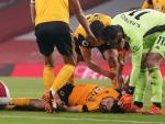 Raúl Jiménez, inconsciente tras chocar con David Luiz