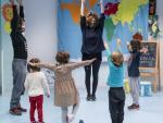 Cuatro niños son atendidos en uno de los espacios de canduraje del proyecto 'Concilia' del Ayuntamiento de Barcelona.