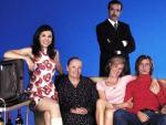 <p>Los protagonistas de 'Cuéntame', en la segunta temporada de la serie, en 2002. De izda. a dcha.: Irene Visedo, María Galiana, Ana Duato, Imanol Arias, Pablo Rivero y Ricardo Gómez. </p>