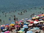 Turistas en las playas de Los Alcázares.
