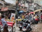 <p>Los datos son tremendos. Con frecuencia, la contaminación en la ciudad supera diez veces el límite recomendado debido a la falta de lluvias y a los altos niveles de polución de coches y fábricas. La construcción es un sector importante en la economía, pero también ayuda a crear un clima totalmente insalubre.</p>