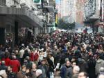 La calle Preciados a rebosar por las compras navideñas.