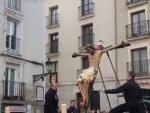 El Cristo de las Gotas de Burgos, antes de caer en plena procesión.