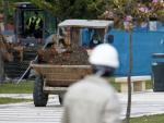 MLG 13-04-2020.-La construcción vuelve al trabajo tras el levantamiento de confinamiento para los trabajadores no esenciales.-ÁLEX ZEA.