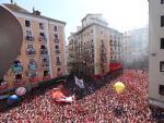 Miles de personas celebran el Chupinazo de los Sanfermines de 2019 en Pamplona (Navarra).
