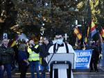 Varias personas en el acto sobre lña División Azul Madrid el sábado pasado en el cementerio de la Almudena.