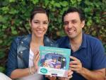 Una Madre Molona y Marido, autores de 'Cuentos molones para educar en positivo'