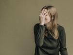 La vergüenza es una emoción social que está directamente relacionada con lo que piensan los demás de nosotros.