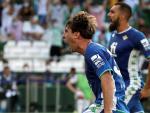 Miranda y Borja Iglesias celebran un gol en el Betis - Celtic de Europa League