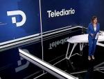 Ana Blanco en el plató del Telediario