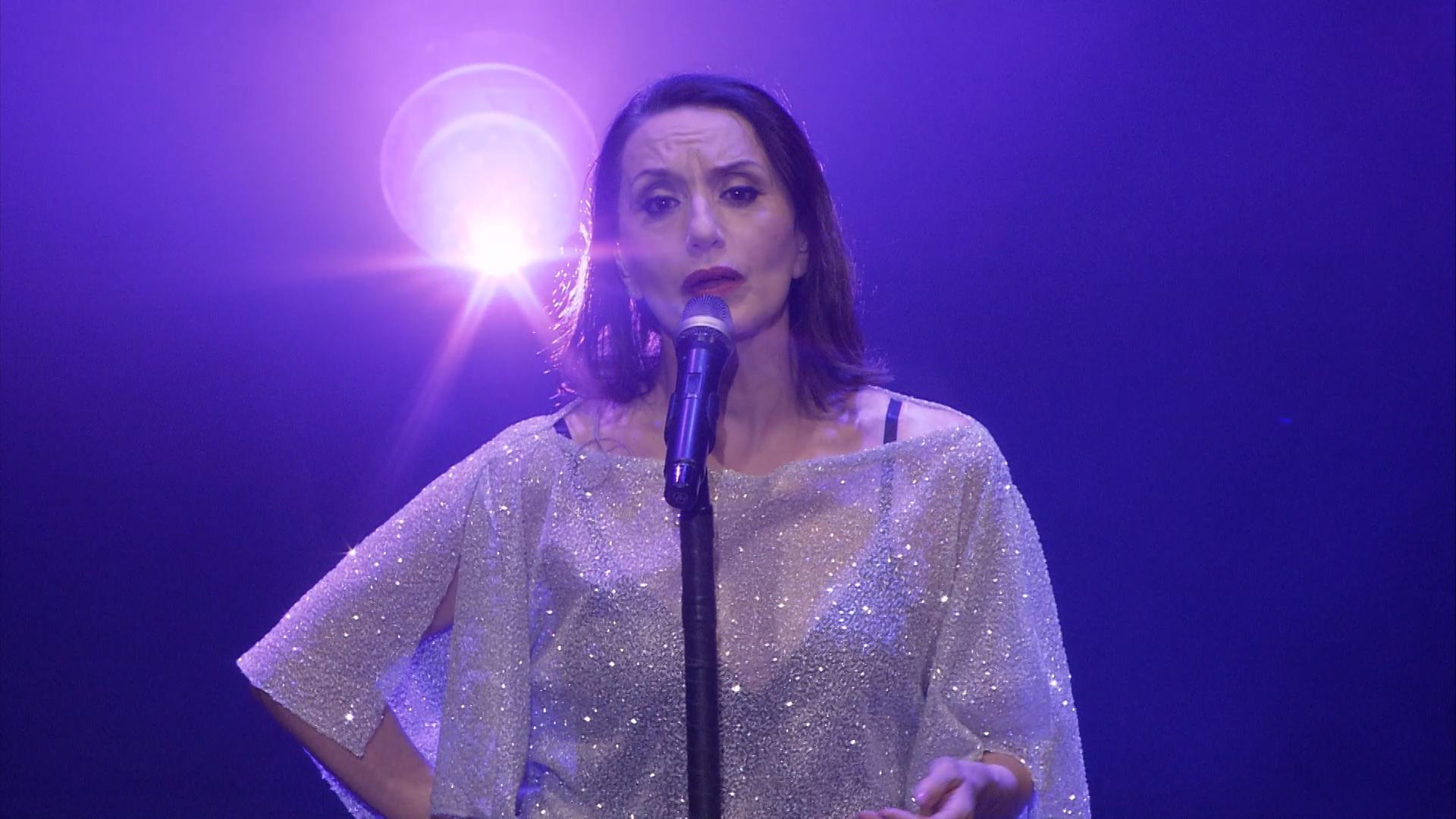 Vídeo: Luz Casal vive en Starlite una de sus noches más emotivas